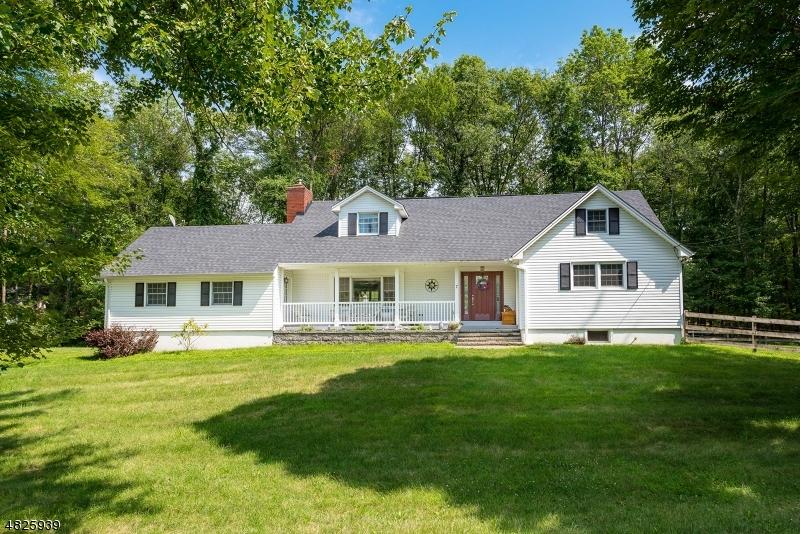 Casa para uma família para Venda às 7 FLORENCE Lane Andover, Nova Jersey 07860 Estados Unidos