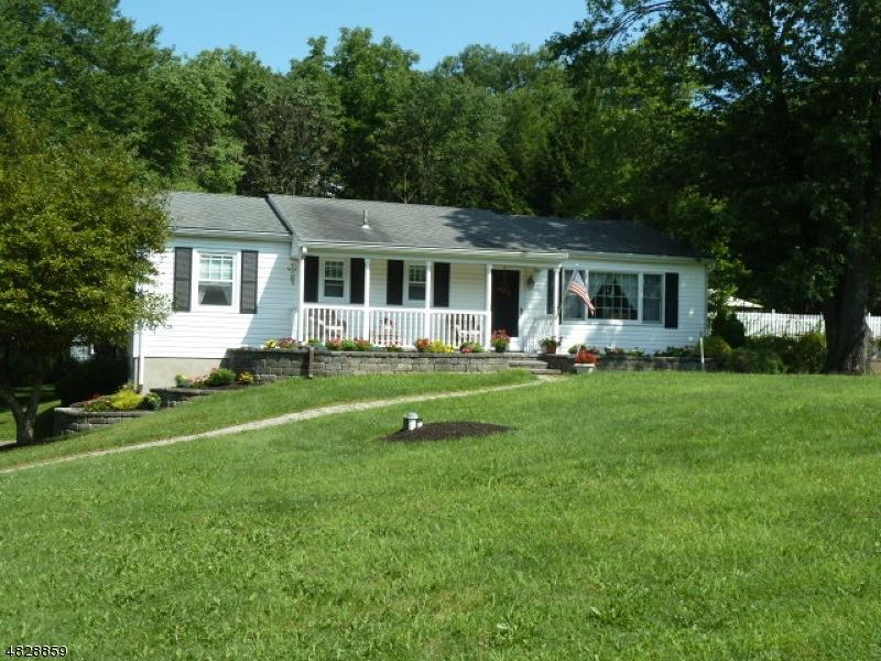 独户住宅 为 销售 在 24 POST Place 西米尔福德, 新泽西州 07435 美国