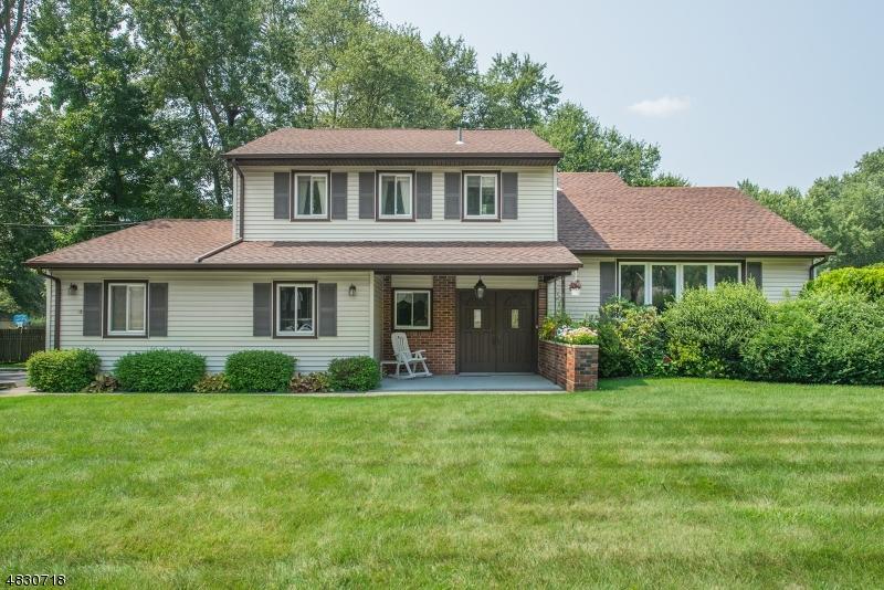 Casa Unifamiliar por un Venta en 9 STAG Trail Fairfield, Nueva Jersey 07004 Estados Unidos