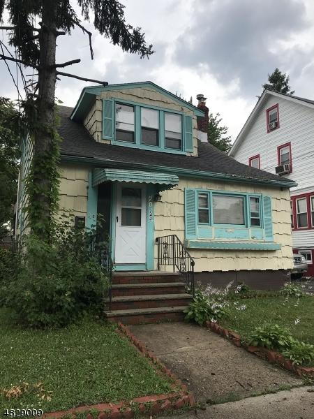 多戶家庭房屋 為 出售 在 241 KERRIGAN BLVD Newark, 新澤西州 07106 美國