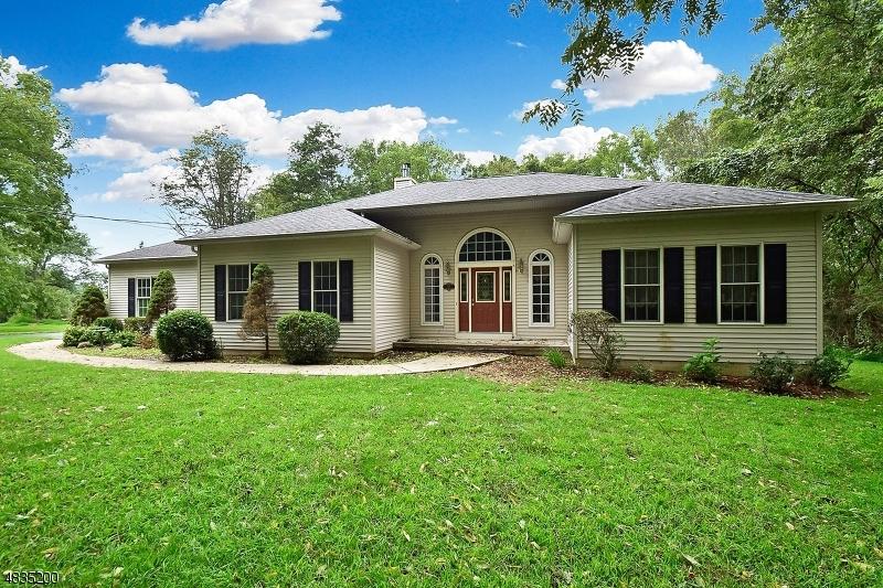 Частный односемейный дом для того Продажа на 29 TAMARACK Road White Township, Нью-Джерси 07823 Соединенные Штаты