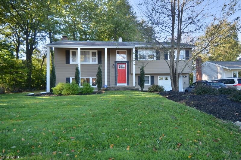 Casa Unifamiliar por un Venta en 15 DEAN Avenue Kinnelon, Nueva Jersey 07405 Estados Unidos