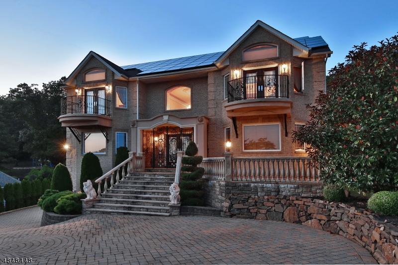 Частный односемейный дом для того Продажа на 37 MOUNTAINWOOD Court Totowa, Нью-Джерси 07512 Соединенные Штаты