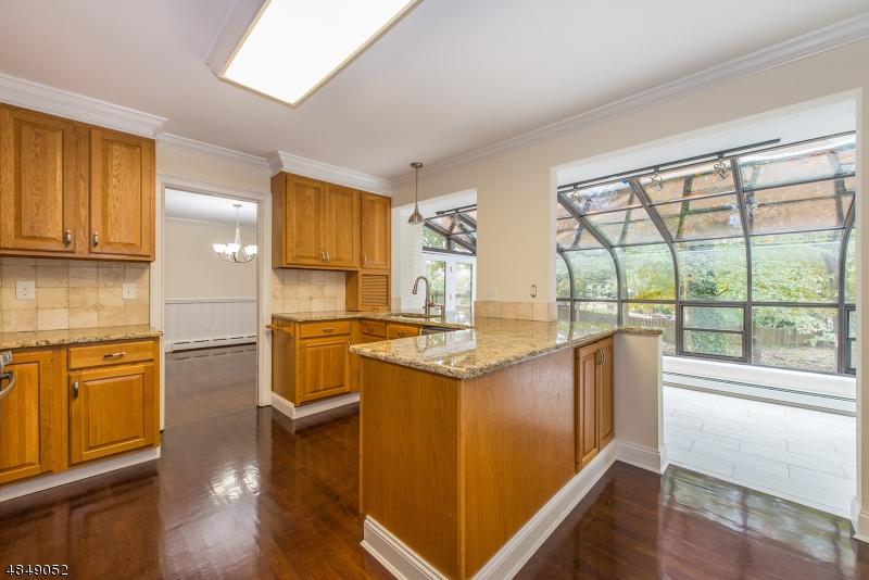 Enfamiljshus för Försäljning vid 83 BEVERLY Road Fairfield, New Jersey 07004 Förenta staterna
