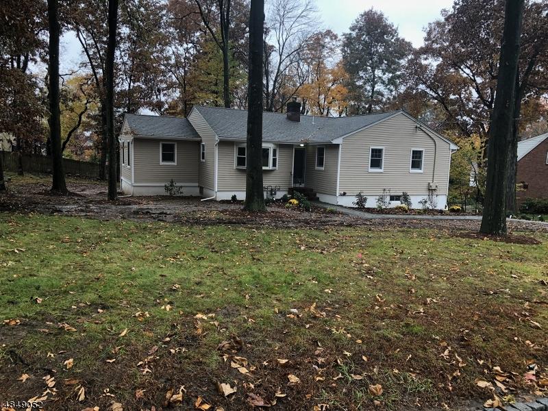 Tek Ailelik Ev için Satış at 83 BEVERLY Road Fairfield, New Jersey 07004 Amerika Birleşik Devletleri