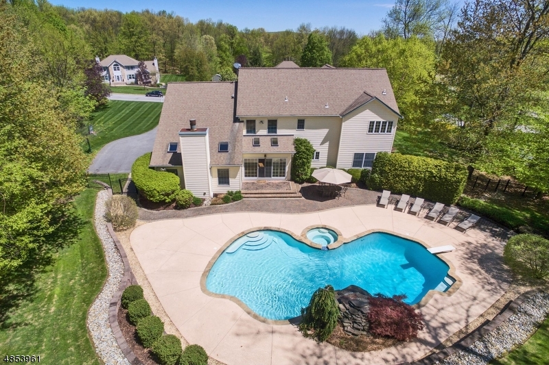 Additional photo for property listing at 3 OAKHILL Drive  Vernon, New Jersey 07461 United States