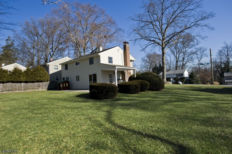Single Family Home for Sale at 18 RIDGE Street Waldwick, New Jersey 07463 United States