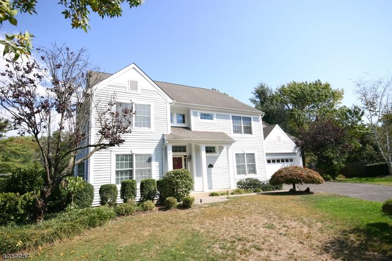 Single Family Homes للـ Sale في 12 FROST Lane New Providence, New Jersey 07974 United States