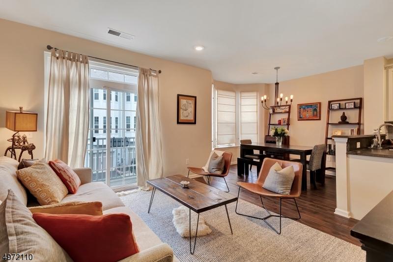 Condominio/ Casa de pueblo por un Venta en Wood Ridge, Nueva Jersey 07075 Estados Unidos