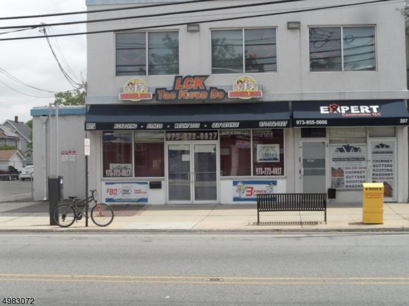 Commercieel voor Verkoop op Clifton, New Jersey 07011 Verenigde Staten