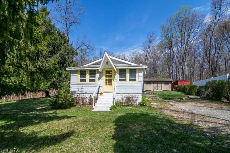 Casa Unifamiliar por un Venta en 44 Budd Lake Heights Road Budd Lake, Nueva Jersey 07828 Estados Unidos
