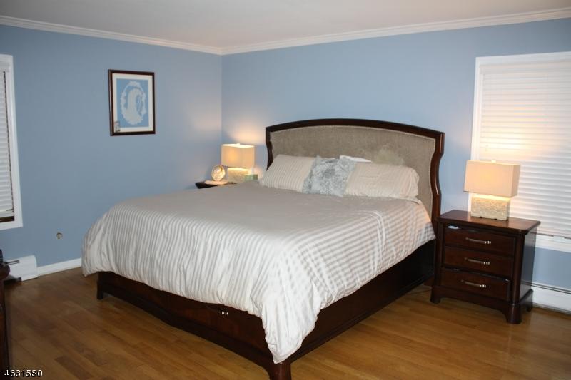 Additional photo for property listing at 479 Parish Drive  Wayne, Нью-Джерси 07470 Соединенные Штаты
