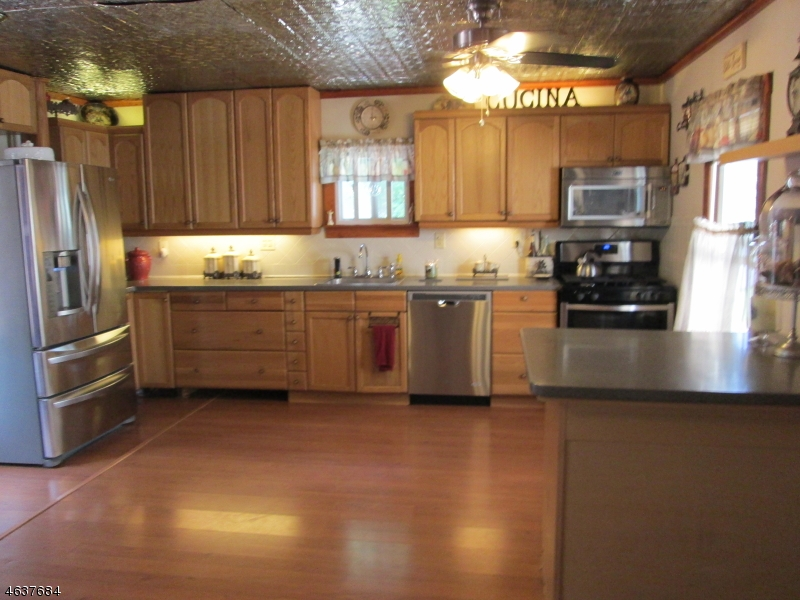Additional photo for property listing at 108 Hamburg Tpke  Bloomingdale, Nueva Jersey 07403 Estados Unidos
