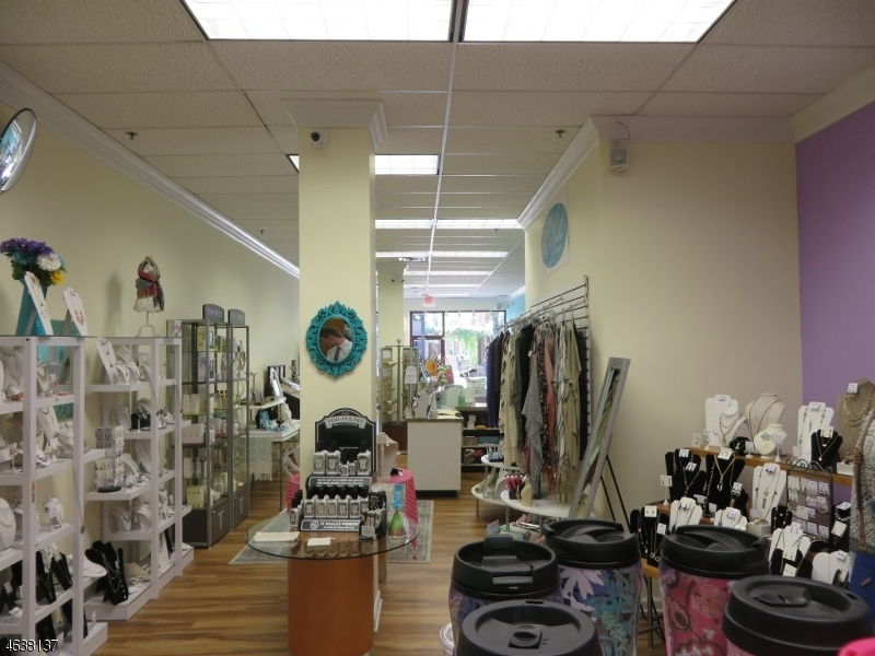Additional photo for property listing at 72 W MAIN Street  Somerville, New Jersey 08876 États-Unis