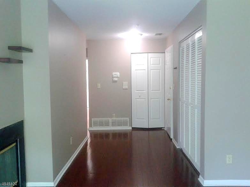 Additional photo for property listing at 6 Village Drive  Morristown, Нью-Джерси 07960 Соединенные Штаты
