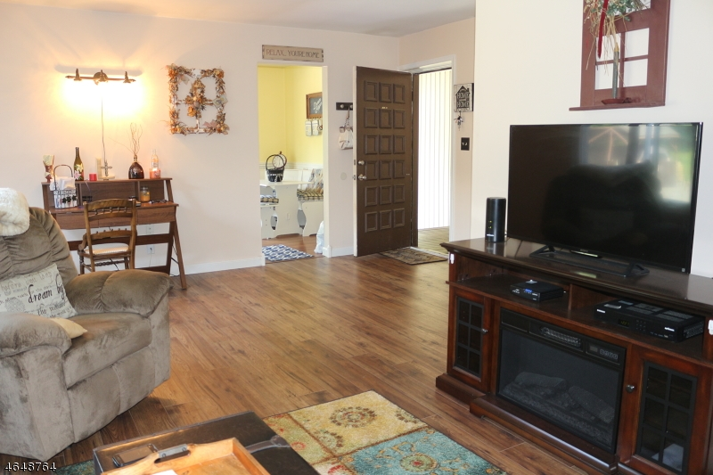 Additional photo for property listing at 14254 Dell Place  Stanhope, Nueva Jersey 07874 Estados Unidos