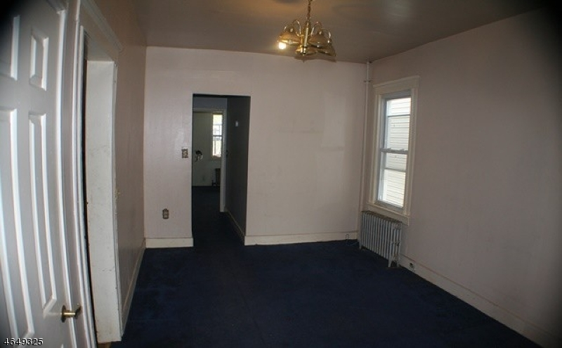 Additional photo for property listing at 638 Jackson Avenue  Elizabeth, New Jersey 07201 États-Unis
