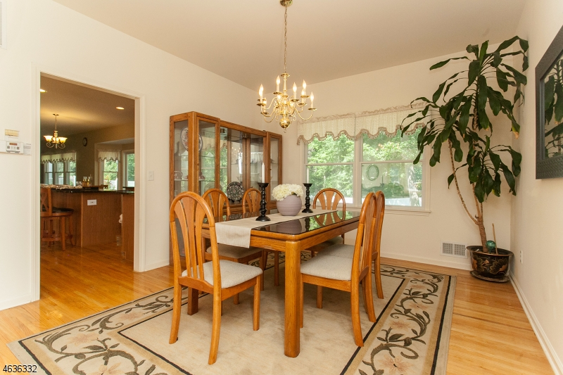 Additional photo for property listing at 835 Raritan Road  Scotch Plains, 新泽西州 07076 美国