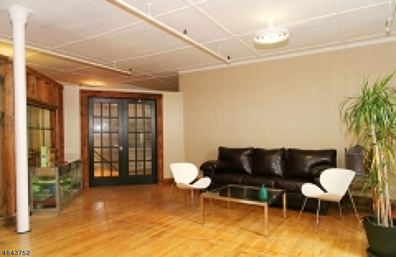 Additional photo for property listing at 37 E Washington Avenue  Washington, Нью-Джерси 07882 Соединенные Штаты