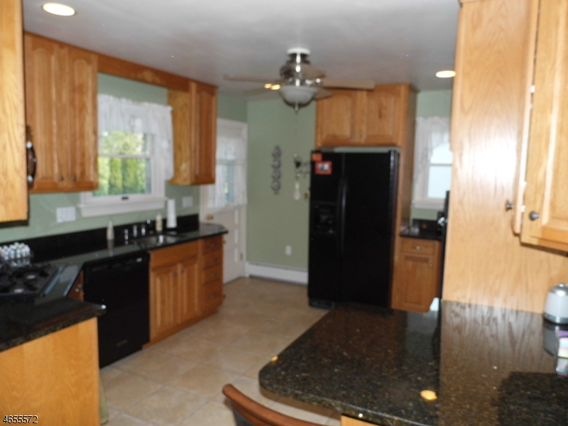 Additional photo for property listing at 46 Navajo Trail  West Milford, New Jersey 07480 États-Unis