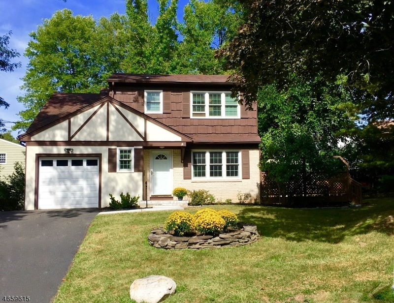 Single Family Home for Sale at 7 Kyte Place Fanwood, 07023 United States