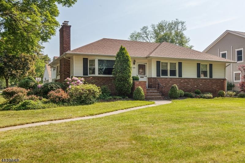 Частный односемейный дом для того Аренда на 932 Lake Avenue Clark, Нью-Джерси 07066 Соединенные Штаты