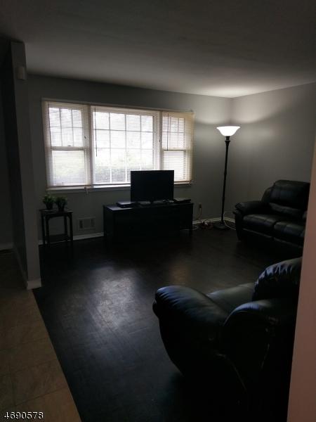 Maison unifamiliale pour l à louer à 1452 S END PKY Plainfield, New Jersey 07060 États-Unis