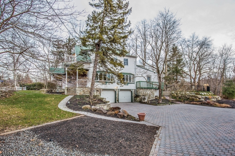 Single Family Home for Sale at 1064 Westwood Avenue Old Tappan, 07675 United States