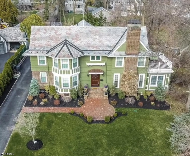 Maison unifamiliale pour l Vente à 33 Mountain Avenue Maplewood, New Jersey 07040 États-Unis