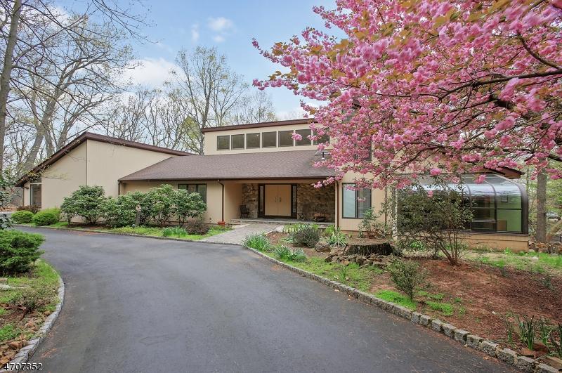 Частный односемейный дом для того Продажа на 178 Deer Run Green Brook Township, Нью-Джерси 07069 Соединенные Штаты
