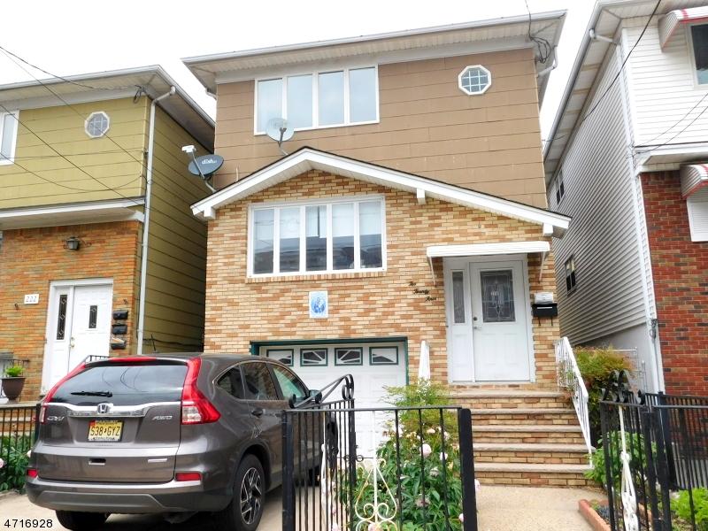 独户住宅 为 出租 在 224 Bergen Street Harrison, 新泽西州 07029 美国
