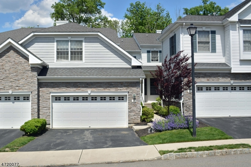 Maison unifamiliale pour l Vente à 10 Bovensiepen Court Roseland, New Jersey 07068 États-Unis