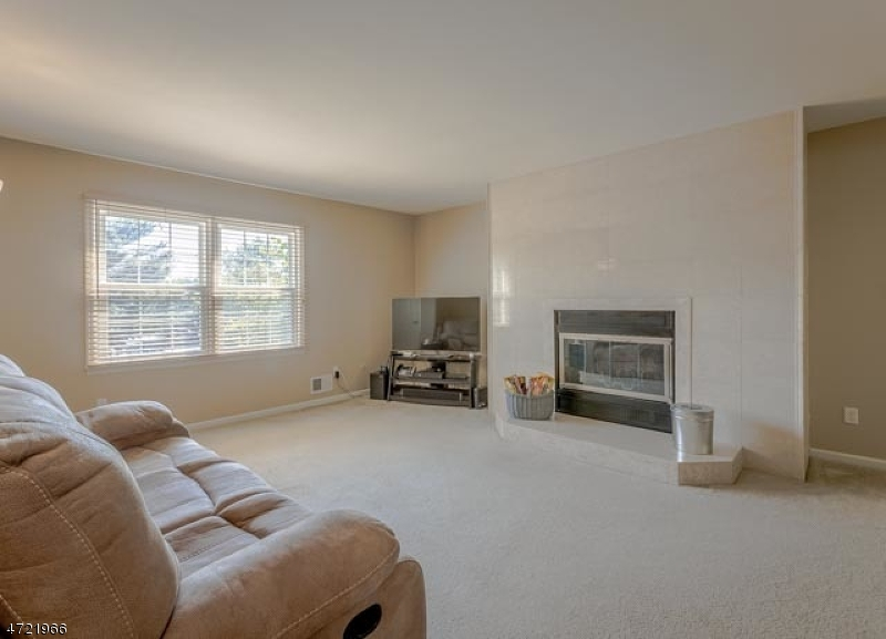 Additional photo for property listing at 53 Adams Court  Raritan Township, ニュージャージー 08822 アメリカ合衆国