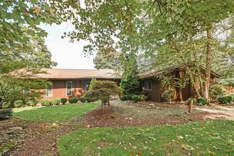 Casa Unifamiliar por un Venta en 14 Westbrook Road Fredon, Nueva Jersey 07860 Estados Unidos