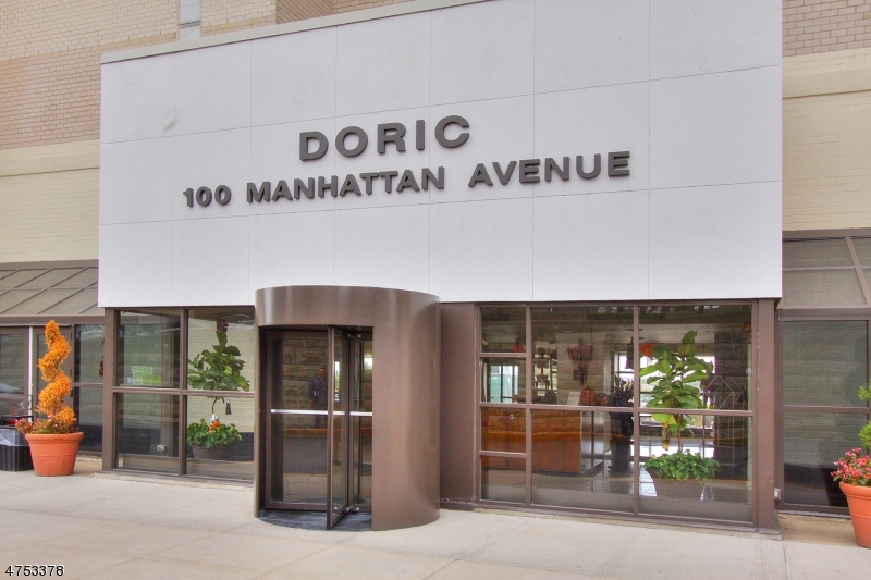 独户住宅 为 销售 在 100 Manhattan Avenue Union, 新泽西州 07087 美国