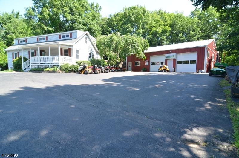 Maison unifamiliale pour l Vente à 1093 State Route 173 1093 State Route 173 Asbury, New Jersey 08802 États-Unis