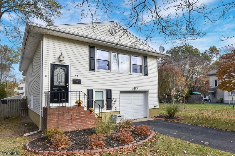 Single Family Home for Sale at 44 Harding Avenue Westwood, New Jersey 07675 United States