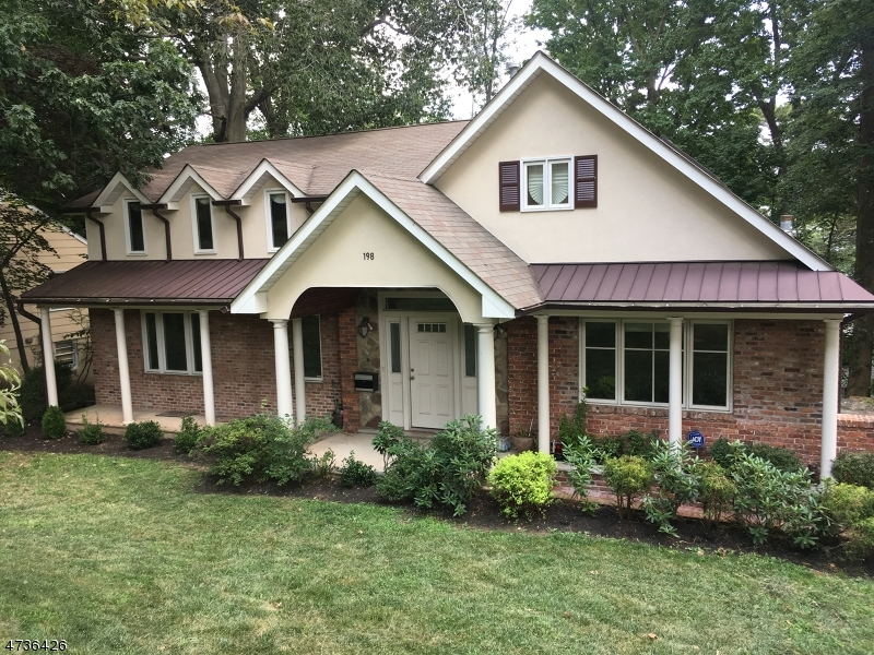Maison unifamiliale pour l Vente à 198 UNDERHILL Road South Orange, New Jersey 07079 États-Unis
