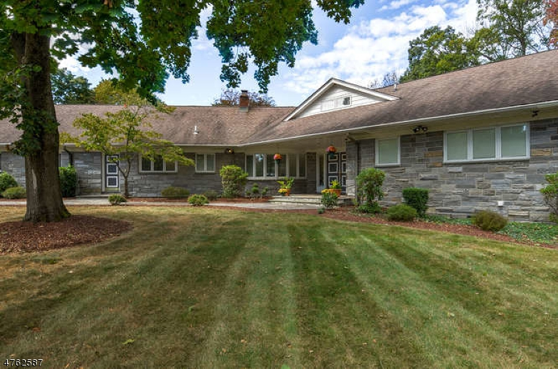 Single Family Home for Sale at 360 Sunset Road 360 Sunset Road Pequannock Township, New Jersey 07444 United States