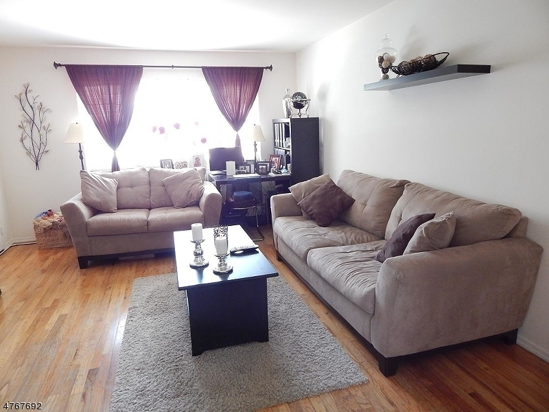 Частный односемейный дом для того Аренда на 1251B VALLEY Road Wayne, Нью-Джерси 07470 Соединенные Штаты