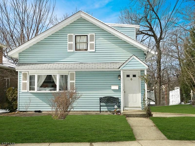 Casa Unifamiliar por un Venta en 520 Stuyvesant Avenue Rutherford, Nueva Jersey 07070 Estados Unidos