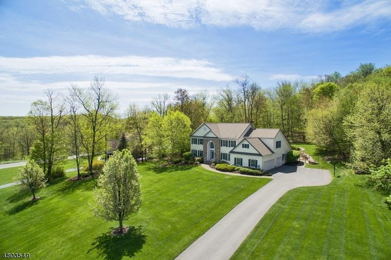 Maison unifamiliale pour l Vente à 3 Oak Hill Drive Vernon, New Jersey 07461 États-Unis