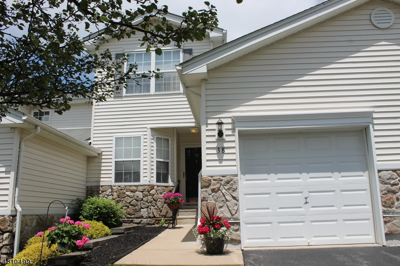 Condo / Townhouse for Sale at 38 LAKEVIEW Drive Hamburg, New Jersey 07419 United States