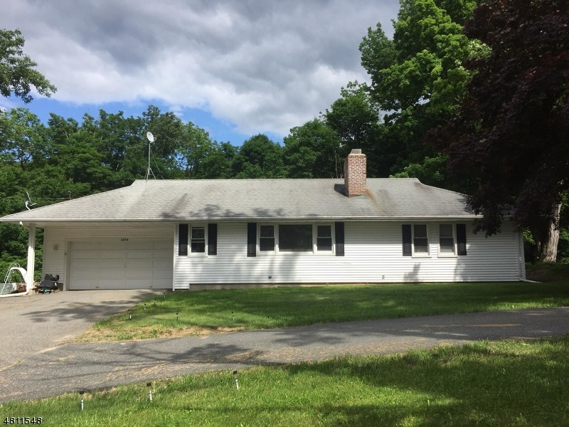Property pour l Vente à Address Not Available West Milford, New Jersey 07480 États-Unis