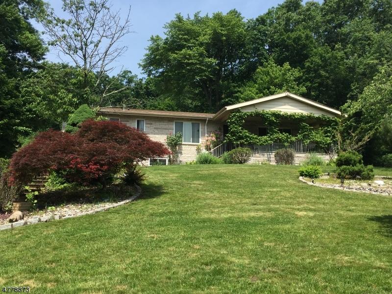 Nhà ở một gia đình vì Bán tại 340 Fairview Avenue Cedar Grove, New Jersey 07009 Hoa Kỳ