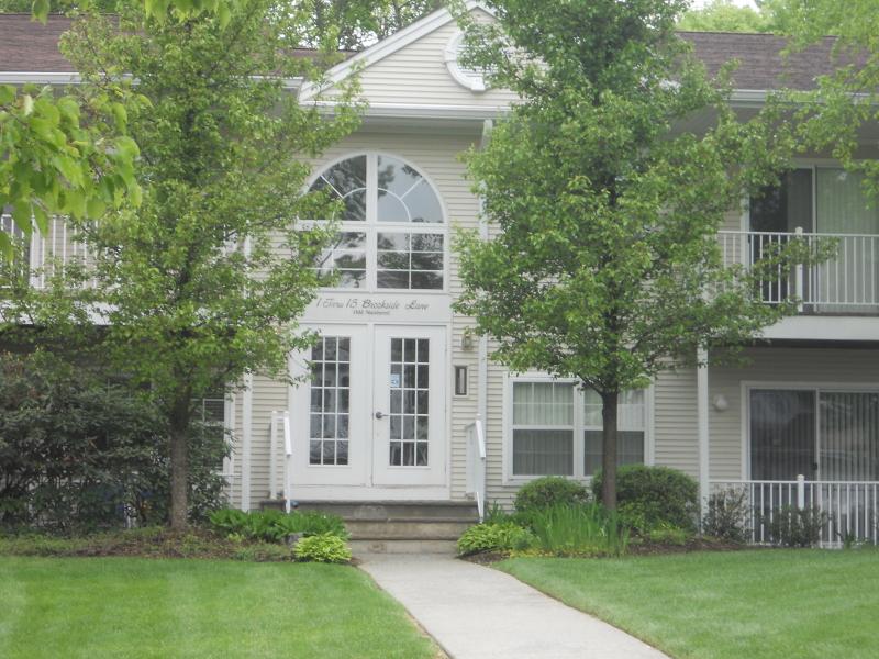 Condo / Casa geminada para Locação às 1 BROOKSIDE Lane Mount Arlington, Nova Jersey 07856 Estados Unidos
