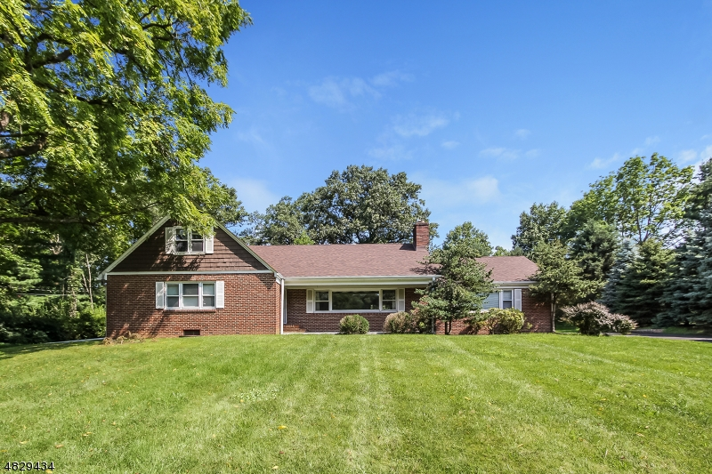 Casa Unifamiliar por un Venta en 448 New Providence Road Mountainside, Nueva Jersey 07092 Estados Unidos