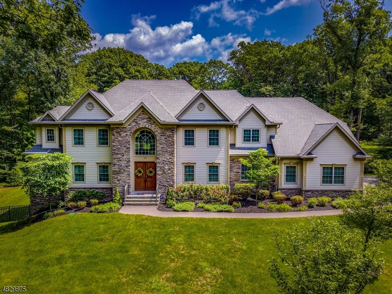 Single Family Home for Sale at 157 OAKWOOD ROAD EAST Watchung, New Jersey 07069 United States