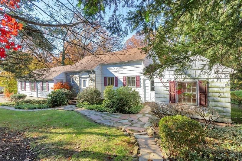Property 为 销售 在 3 ROSELAND Avenue 罗斯兰德, 新泽西州 07068 美国