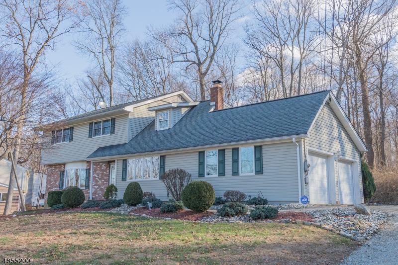 Casa para uma família para Venda às 16 COLBY Drive Byram Township, Nova Jersey 07821 Estados Unidos